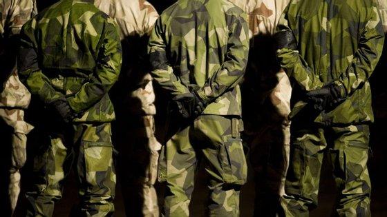 A Suécia conta agora com cerca de 52 mil militares que trabalham a tempo inteiro e 20 mil permanentes
