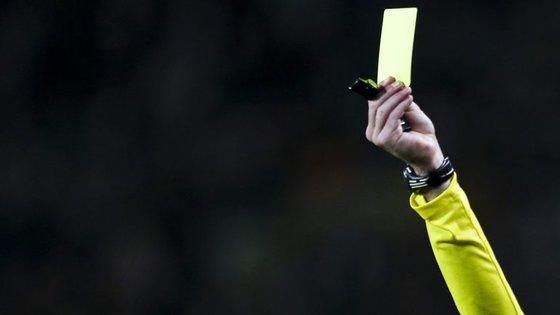 """APAF dá um cartão amarelo ao mundo do futebol e em caso de novas """"faltas"""" poderá entrar em greve"""