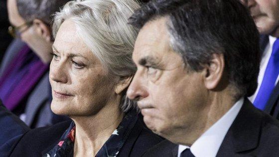 François Fillon não queria desistir da candidatura mas Os Republicanos começam a torcer o nariz à ideia