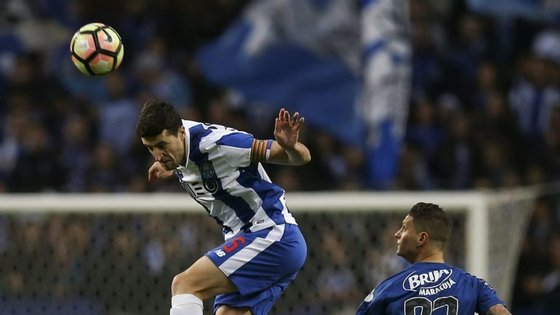 Marcano não fez uma boa temporada em 2015/16 mas está a assumir-se como pedra-chave no FC Porto de Nuno