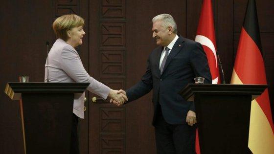 """Erdogan lamentou ainda que a Alemanha dê """"lições sobre democracia"""" e depois impeça os ministros turcos de falar no país"""