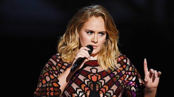 Adele finalmente desfez o mistério que intrigava muitos