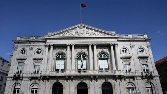 Segundo a Câmara de Lisboa, o muro colapsou com o peso das terras