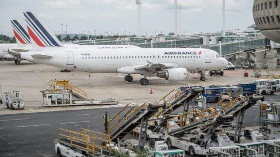 Na segunda-feira, primeiro dia de greve, 14 ligações aéreas entre Portugal e França foram cancelados