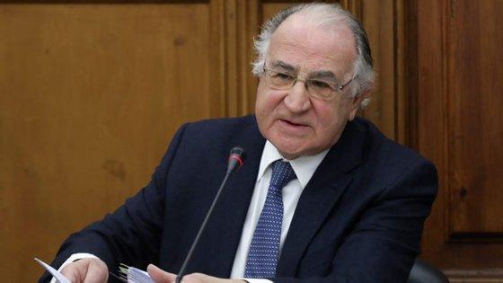 Questionado sobre o tipo de medidas a ser adotadas, Faria de Oliveira admitiu o reforço da confiança dos cidadãos