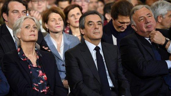 Fillon recusou até agora retirar-se da corrida às presidenciais apesar de estar a ser investigado por alegada utilização imprórpia de fundos públicos
