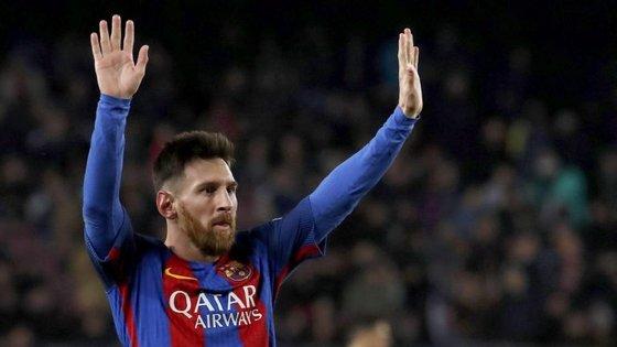 """""""Calma, ainda não acabou"""", parece dizer Messi. Como escrevem os catalães, seja o que Dios (Messi) quiser"""