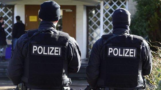 As autoridades alemãs procuram Marcel Hesse, de 19 anos, pelo homicídio de uma criança de 9 anos