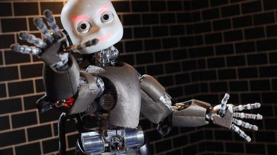 """A robotização do mercado de trabalho foi um dos temas discutidos durante a apresentação da versão portuguesa do livro """"Indústrias do Futuro"""", de Alec Ross"""