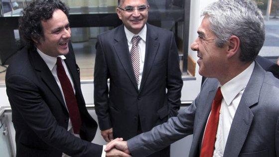 Joaquim Paulo Conceição (à esquerda), com José Sócrates e Joaquim Barroca, do Grupo Lena, em julho de 2010