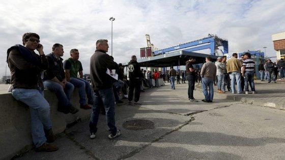 O pré-aviso de greve, que vai decorrer entre as 8h do dia 20 de março e as 8h do dia 3 de abril, foi emitido para os portos de Lisboa, Setúbal, Sines, Figueira da Foz, Leixões, Caniçal (Madeira) e Praia da Vitória (Açores)