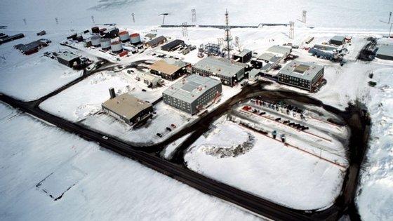 A descoberta surgiu depois da Repsol, e também de outras empresas petrolíferas, terem feito elevados cortes de custos e produção como consequência do colapso dos preços do crude