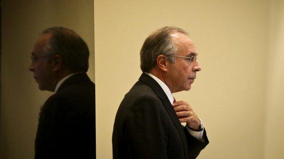 O negócio de venda do Novo Banco à Lone Star deve prever o pagamento do empréstimo de 3,9 mil milhões de euros do Fundo de Resolução ao Estado português