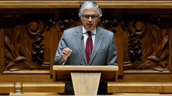 Aguiar-Branco salientou que os deputados são, mais do que os representantes dos partidos, membros de um órgão de soberania em representação do povo português