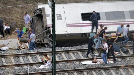 Descarrilamento a três quilómetros de Santiago de Compostela fez 80 mortos e 150 feridos em julho de 2013