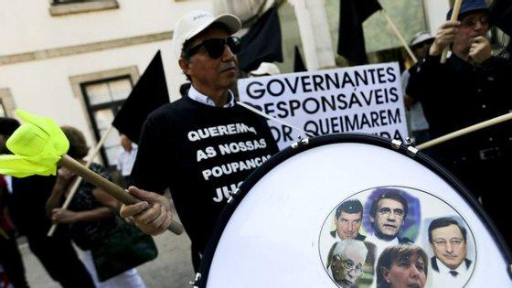 Em causa estão 434 milhões de euros investidos nas empresas Espírito Santo Financial e Rio Forte