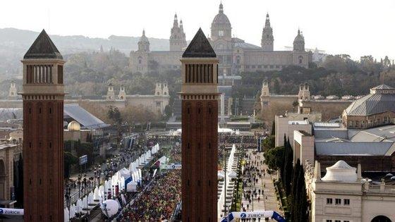 Maratona de Barcelona voltou a levar milhares e milhares de pessoas às ruas catalãs este fim-de-semana