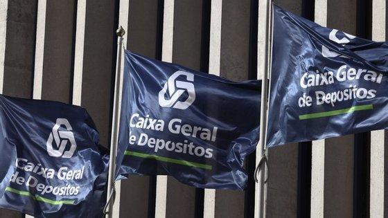A tomada de posse está marcada para as 16h e será presidida pelo social-democrata José Pedro Aguiar Branco