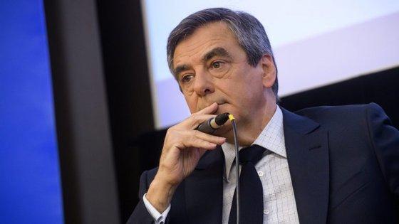 Na segunda-feira, Fillon admitiu que não desistiria da candidatura caso fosse indiciado
