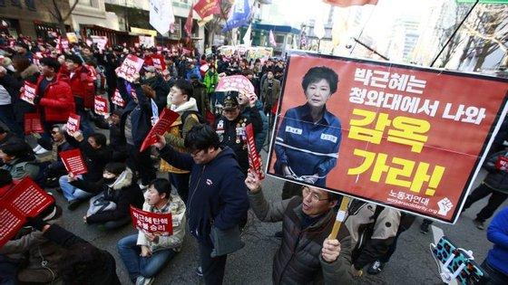 Dezenas de figuras públicas, incluindo membros da administração de Park e o herdeiro da Samsung Lee Jae-yong foram acusados no âmbito do caso