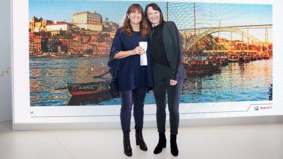 Teresa Lameiras, da Seat Portugal, recebeu o prémio das mãos de Susanne Franz, directora de Marketing da Seat SA