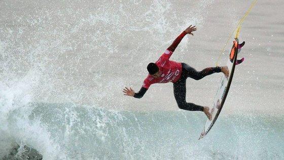 Gabriel Medina é um dos surfistas que mais arriscam 360º mas foi o compatriota Italo Ferreira que brilhou na Austrália