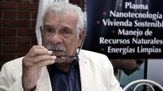 Derek Walcott, tido pela crítica como um dos maiores poetas caribenhos, foi distinguido com o Nobel da Literatura em 1992 e com o Prémio T.S. Eliot para a Poesia em 2011