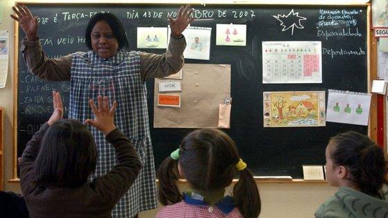 Existem 150 professores de língua gestual em Portugal, mas apenas 87 estão neste momento a dar aulas