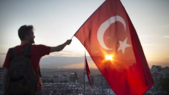 Erdogan, presidente da Turquia, pediu que o parlamento aprove a instauração da pena de morte