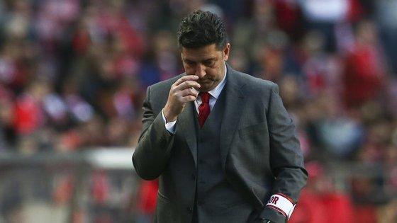 Benfica de Rui Vitória falhou a sétima vitória seguida na Primeira Liga, o que igualaria o recorde da presente época