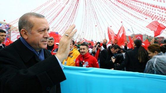 """O ministro alemão dos Negócios Estrangeiros, Sigmar Gabriel, considerou as declarações de Erdogan """"chocantes"""""""