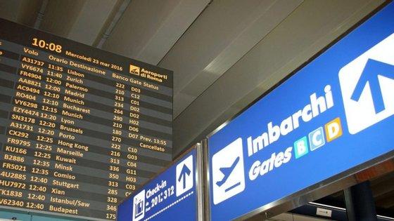 Durante o dia, o Governo, a direção e os sindicatos da Alitalia devem reunir-se