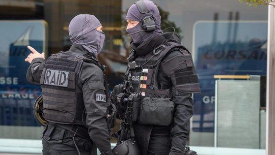 O pai de Belgacem, bem como o irmão e um primo do atacante foram detidos para interrogatório