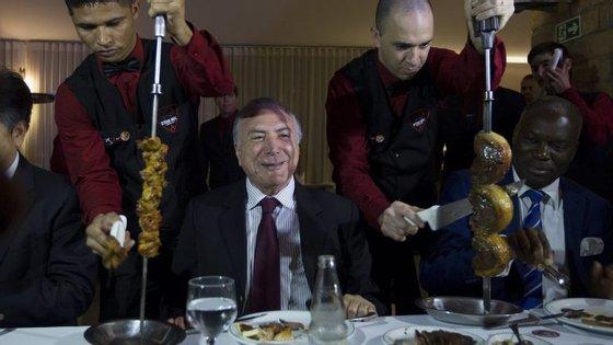 Michel Temer juntou ministros, embaixadores e representantes de 27 países numa churrasqueira em Brasília