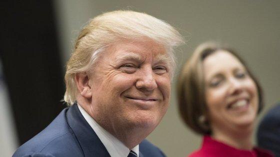 O diretor do FBI assegurou não possuir informações que apoiem as acusações de Trump contra Obama