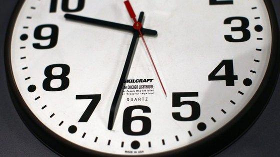 No próximo domingo a hora vai mudar. Não se esqueça de adiantar mais uma hora os ponteiros do relógio