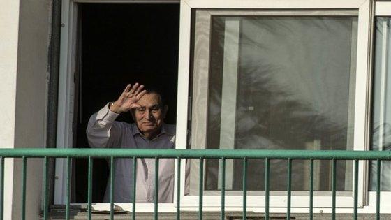 Hosni Mubarak saiu hoje do Hospital Militar, depois de uma pena de seis anos, e regressou a casa, no Cairo