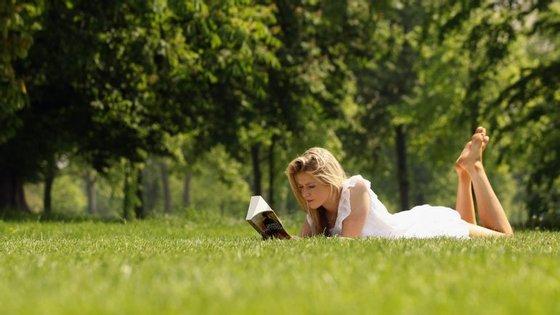 A terapia usa os livros como remédio para uma vida saudável.