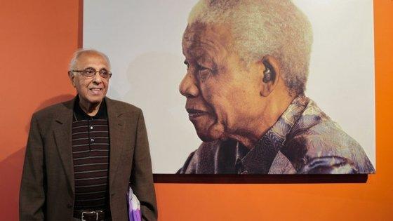 Kathrada passou 26 anos e três meses na prisão, 18 dos quais em Robben Island, ao largo da Cidade do Cabo