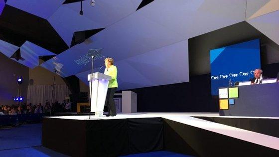 Merkel abre a porta a novos alargamentos na UE, a países dos Balcãs