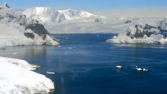Os investigadores referem que o derretimento na ilha passou o ponto de não retorno há 20 anos e os glaciares de menores dimensões já não são capazes de reverter a perda de gelo