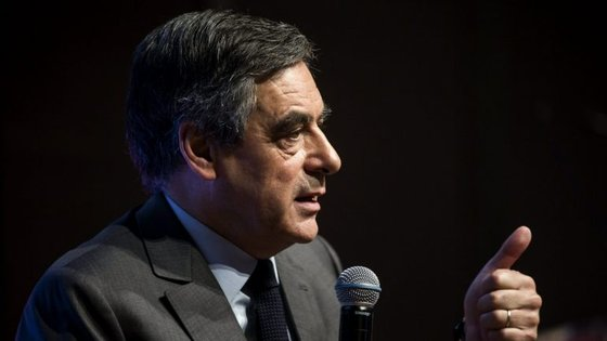 A primeira volta das presidenciais francesas, a que concorrem 11 candidatos, realiza-se a 23 de abril