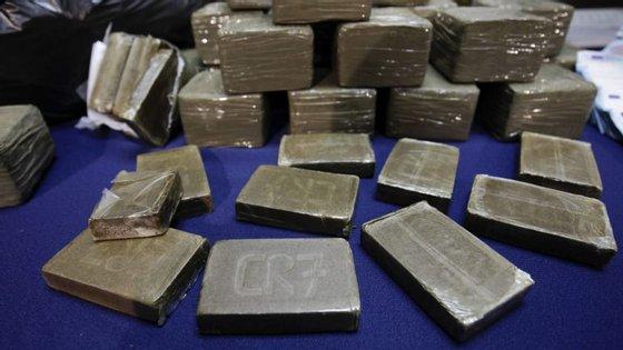 No total, foram detidas 5.861 pessoas por tráfico de estupefacientes, sendo a maioria do sexo masculino