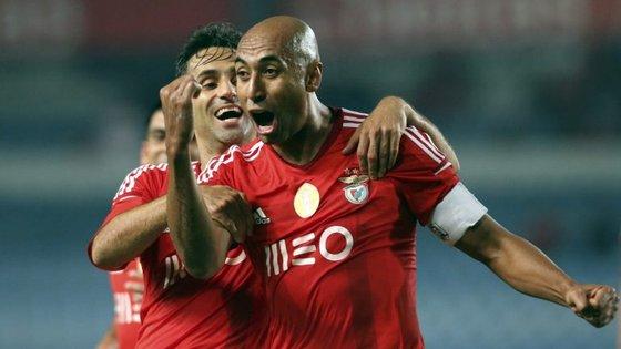 Luisão poderá fazer esta noite o 23.º clássico pelo Benfica, ficando a um de Humberto Coelho