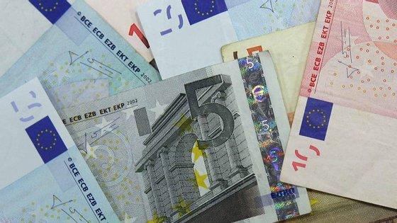 nota de 20 euros e a moeda de 1 euro voltaram a ser no ano passado as mais usadas em Portugal