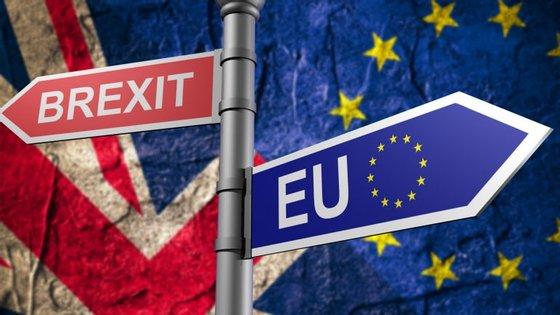O Reino Unido sai da União Europeia, mas os fabricantes estão unidos na decisão de serem compensados pelos prejuízos que se aproximam