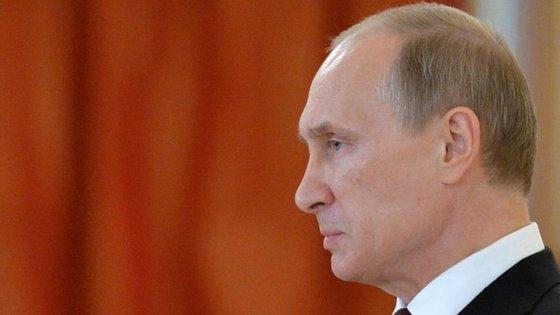 O presidente russo, Vladimir Putin, foi dos primeiros governantes a repudiar o ataque norte-americano
