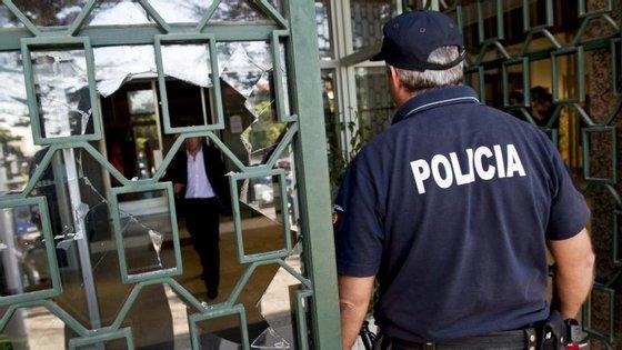 À Agência Lusa, uma fonte da PSP avançou que o alerta foi dado por volta das 14h15