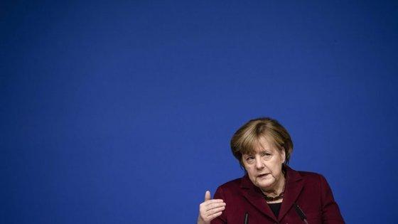 O livro traça o percurso e ascensão da primeira chanceler da Alemanha