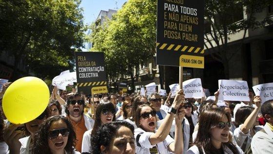 """Um dos motivos da greve dos médicos prende-se com a """"discriminação em relação à reposição das horas extraordinárias"""""""
